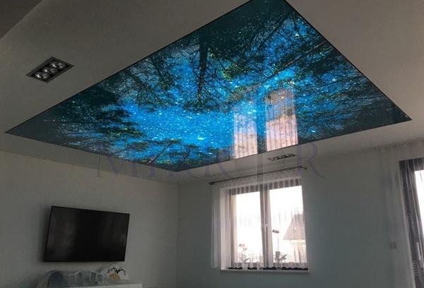 Потолок наятжной в гостиной